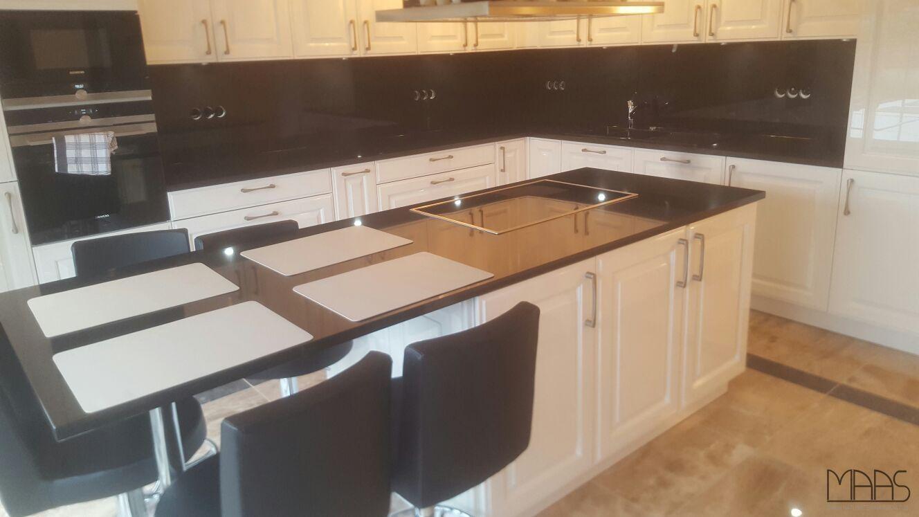 Fur Unsere Kunden Aus Konigswinter Bei Koln Wurden Arbeitsplatten Und Ruckwande Aus Nero Assoluto Zimbabwe Angefertigt Und M Kitchen Cabinets Wall Oven Kitchen