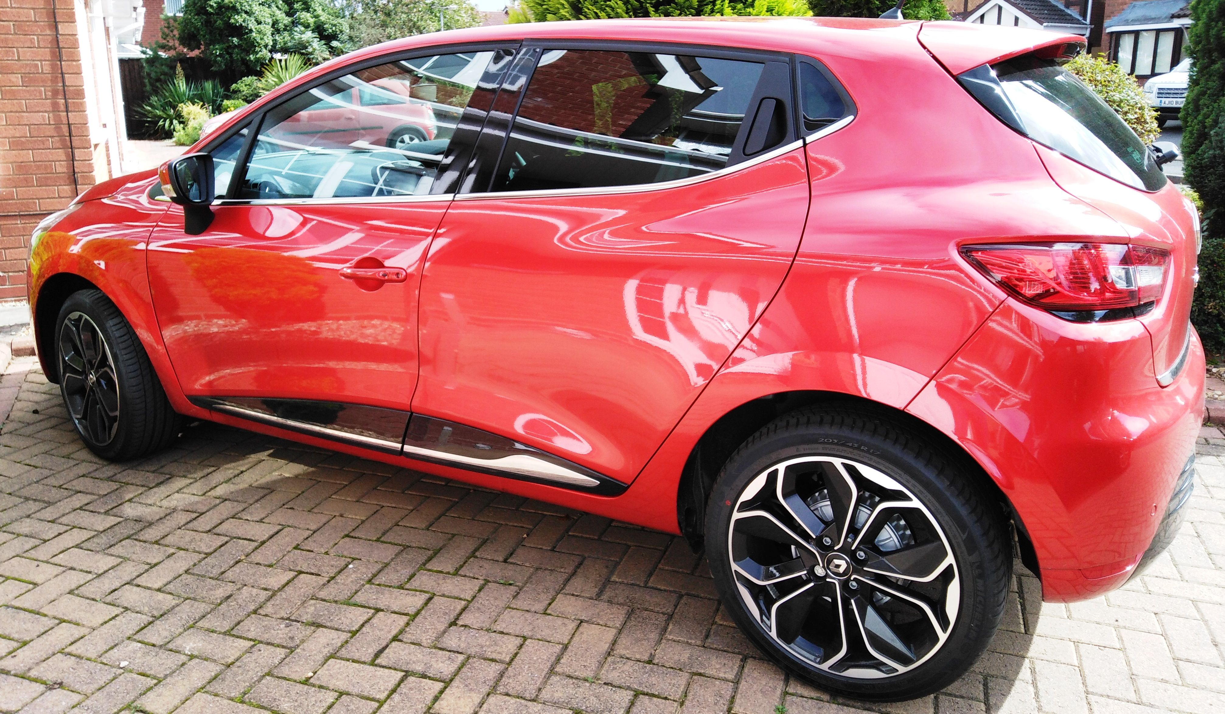 The Renault Clio Hatchback 0 9 Tce 90 Iconic 5 Door Petrol Manual