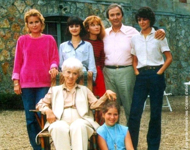 l 39 esprit de famille feuilleton diffus en 1982 la famille moreau souvenir d 39 enfance pinterest. Black Bedroom Furniture Sets. Home Design Ideas