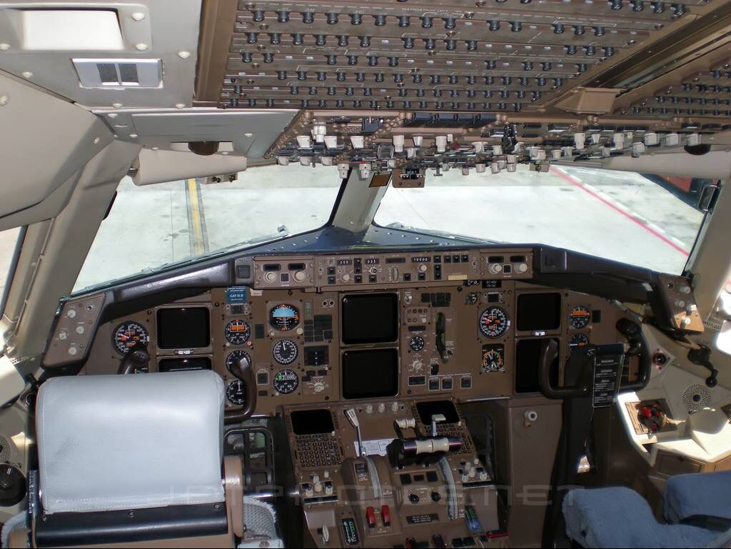 Cockpit Boeing 767 | Airplanes | Airplane, Aviation industry