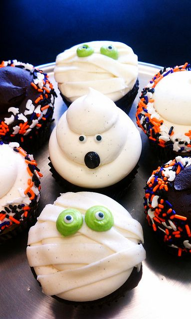Halloween Cupcakes! holidays Pinterest Holidays, Cake and Cup - cupcake decorating for halloween