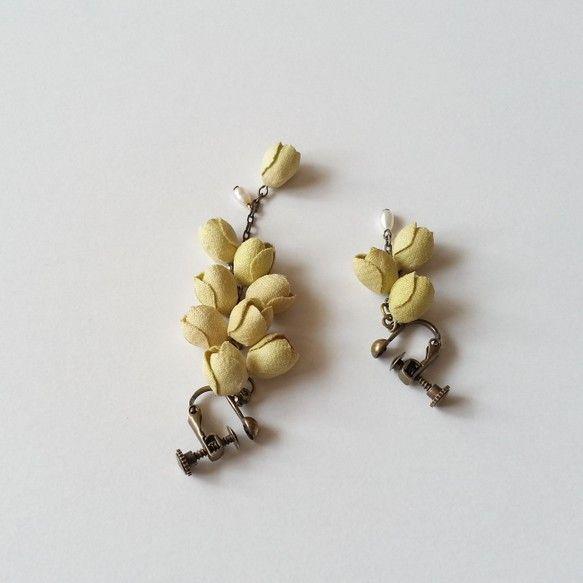 ミモザをイメージした優しい黄色の布花、淡水パールがちらちら揺れる耳飾り。存在感があるので、コーディネートのポイントにおすすめです。花言葉『友情』『真実の愛』『... ハンドメイド、手作り、手仕事品の通販・販売・購入ならCreema。