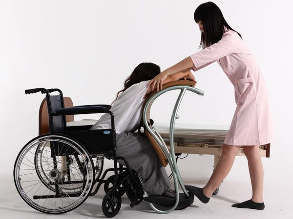 Peachy The Lady Shifting Is An Aid That Allows The Caregivers To Ncnpc Chair Design For Home Ncnpcorg