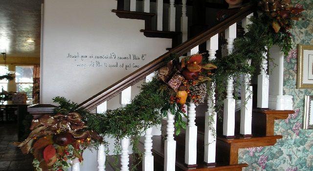 Decorating Staircase for Christmas using Deco Mesh Christmas - christmas decor pinterest