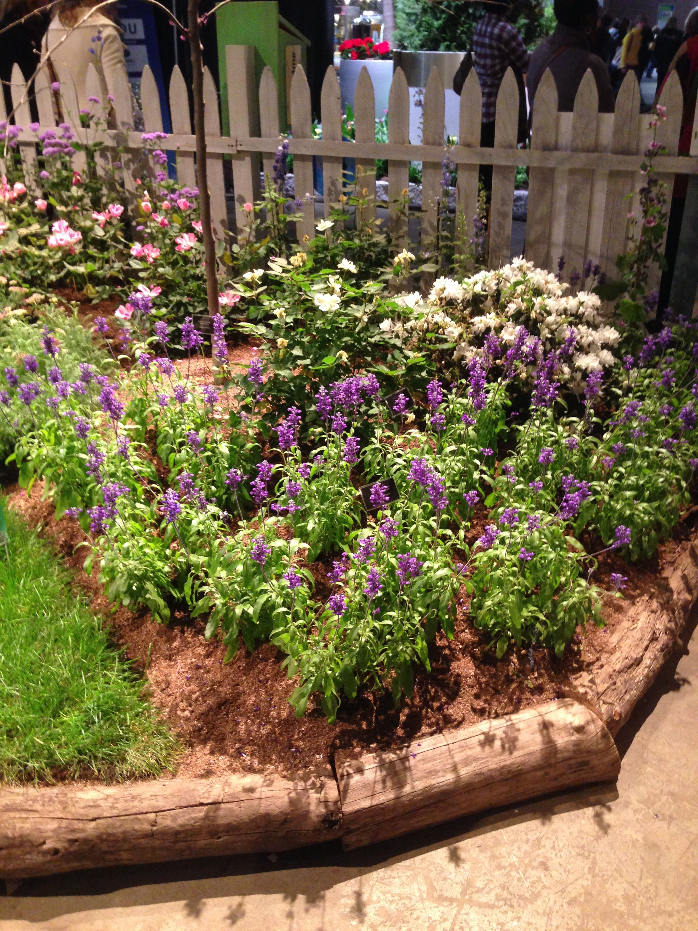 Garden Borders Inspiration : Inspiration for garden border using old logs outdoor
