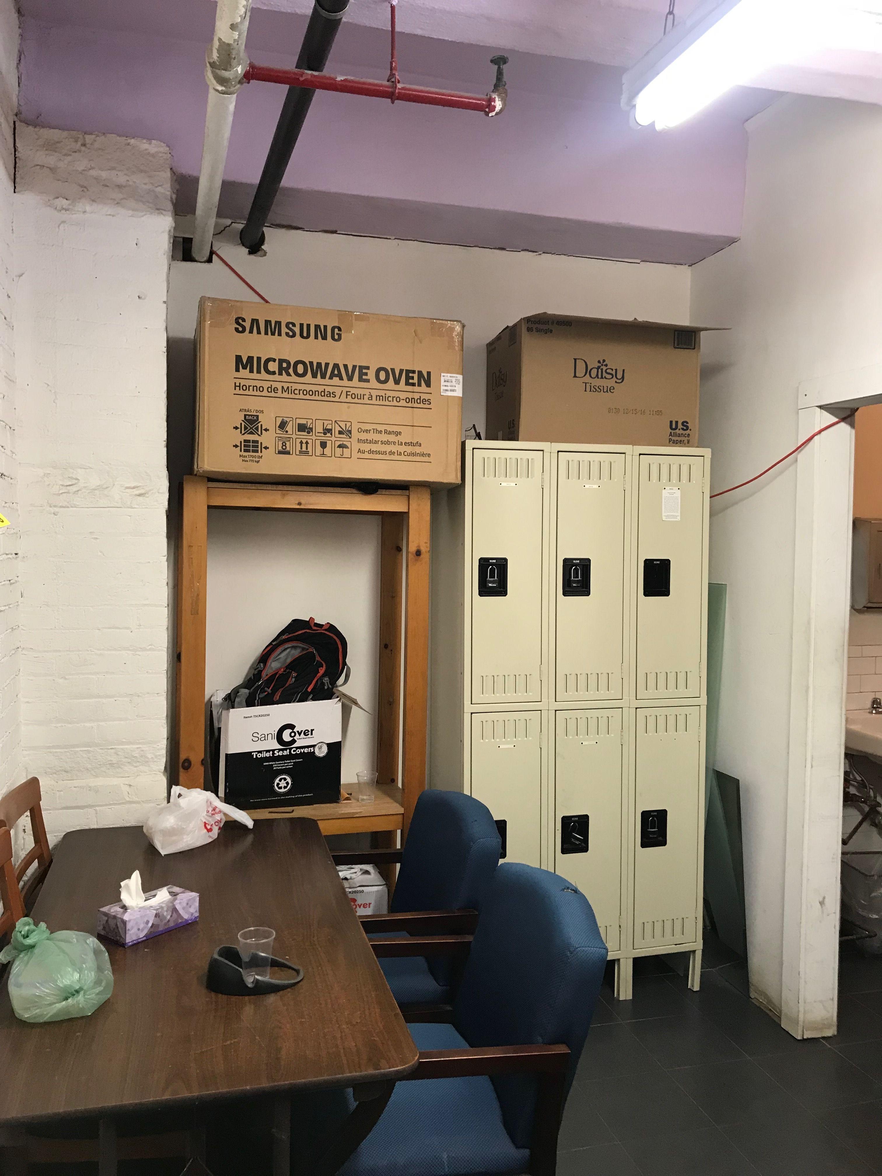 Micro Onde Au Dessus Du Four pinhovey design on w a r e h o u s e | locker storage