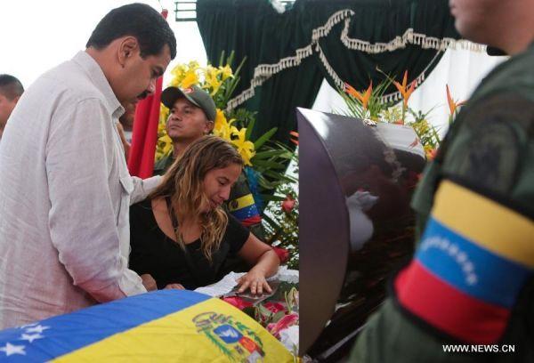 El presidente electo de Venezuela, Nicolás Maduro, asistió al funeral de una de las víctimas de la violencia post-electoral generada por opositores en ese país. Visite nuestra página y sea parte de nuestra conversación: http://www.namnewsnetwork.org/v3/spanish/index.php