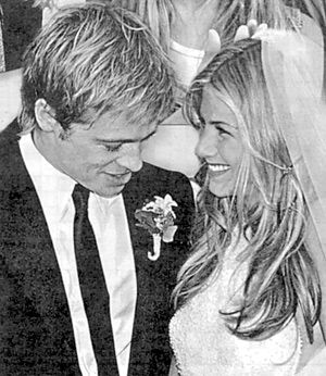 All About Jennifer Aniston And Brad Pitt Their Love Story Jennifer Aniston Wedding Dress Jennifer Aniston Wedding Hollywood Wedding