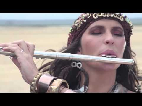 Theme From Caravans Composed By Mike Batt Official Sterling Eq Music Video Filme Lesenswerte Bucher Gesang