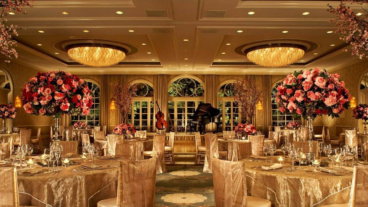 Perfect Mood Lighting In The Ballroom At The Four Seasons Los Angeles At Beverly Hills Los Angeles Hotels Wedding Venue Los Angeles Extravagant Wedding Decor