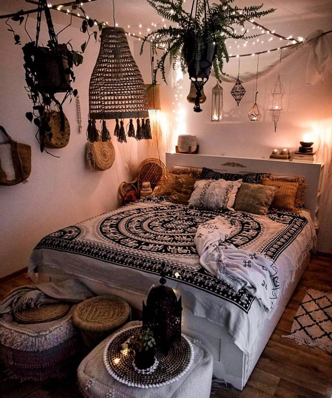 "apartment inspiration & decor on Instagram: ""that boho interior�️�� . . . . . . . #nyc #nycapartment #dorm #dormdecor #apartmentdecor #apartmentliving #nycapartments #dormroom…"""