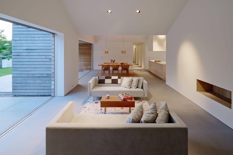 Minimalistisch interieur in villa met houten gevel ideeën voor