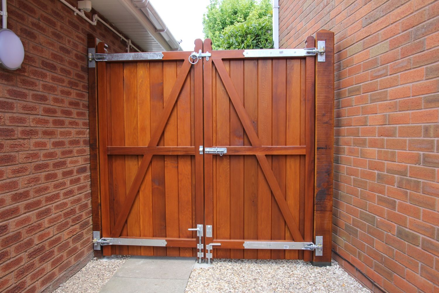 Cedar Front Gates The Brentwood In 2020 With Images Wood Fence Gates Wood Gate
