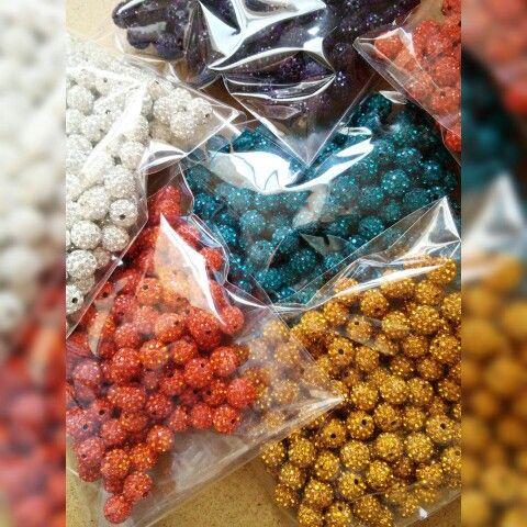 Todo listo para empezar a montar 1000 bolas www.facebook.com/bycosmicgirl