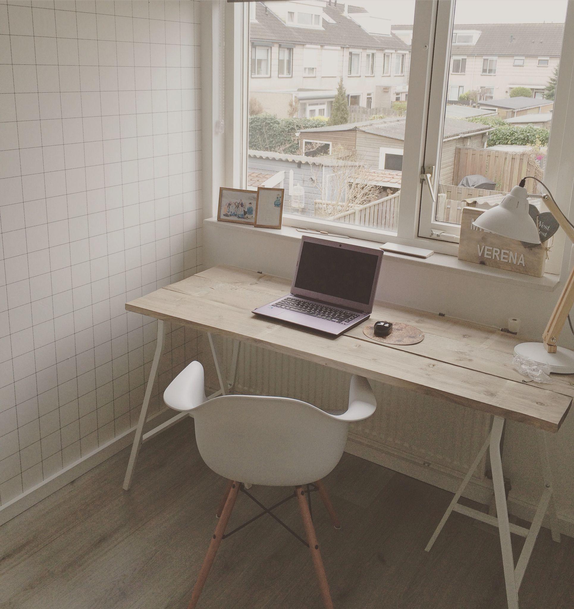 Leuk Houten Bureautje.Study Behang Van Karwei Schragen Bureau Van Ikea Stoel