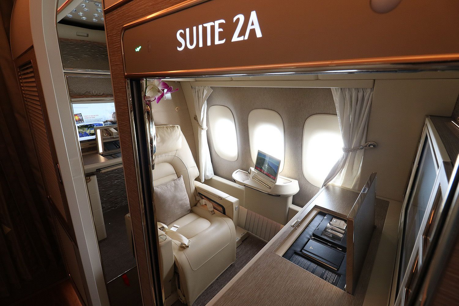 Review Emirates New First Class Suite On B777 300 Er