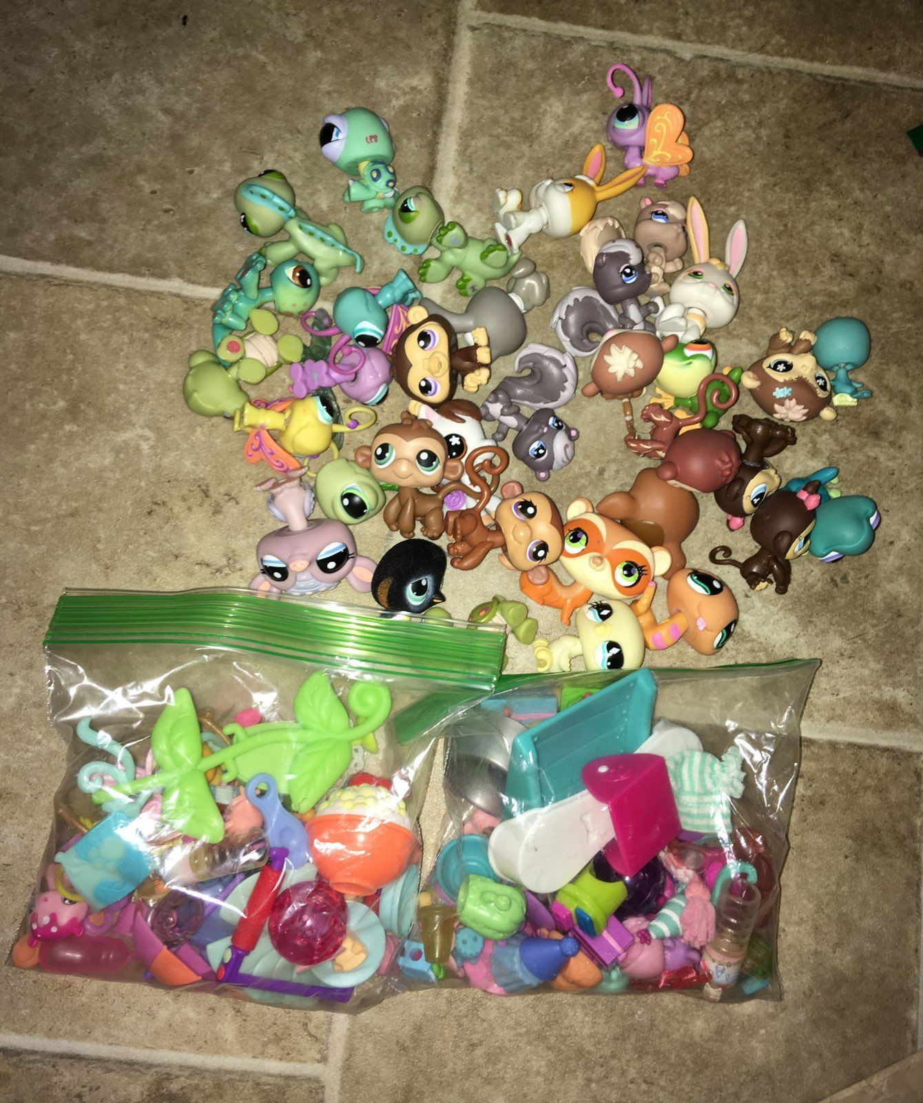 35 Pets Plus Lots Of Accessories Littlest Pet Shop Pet Shop Lps