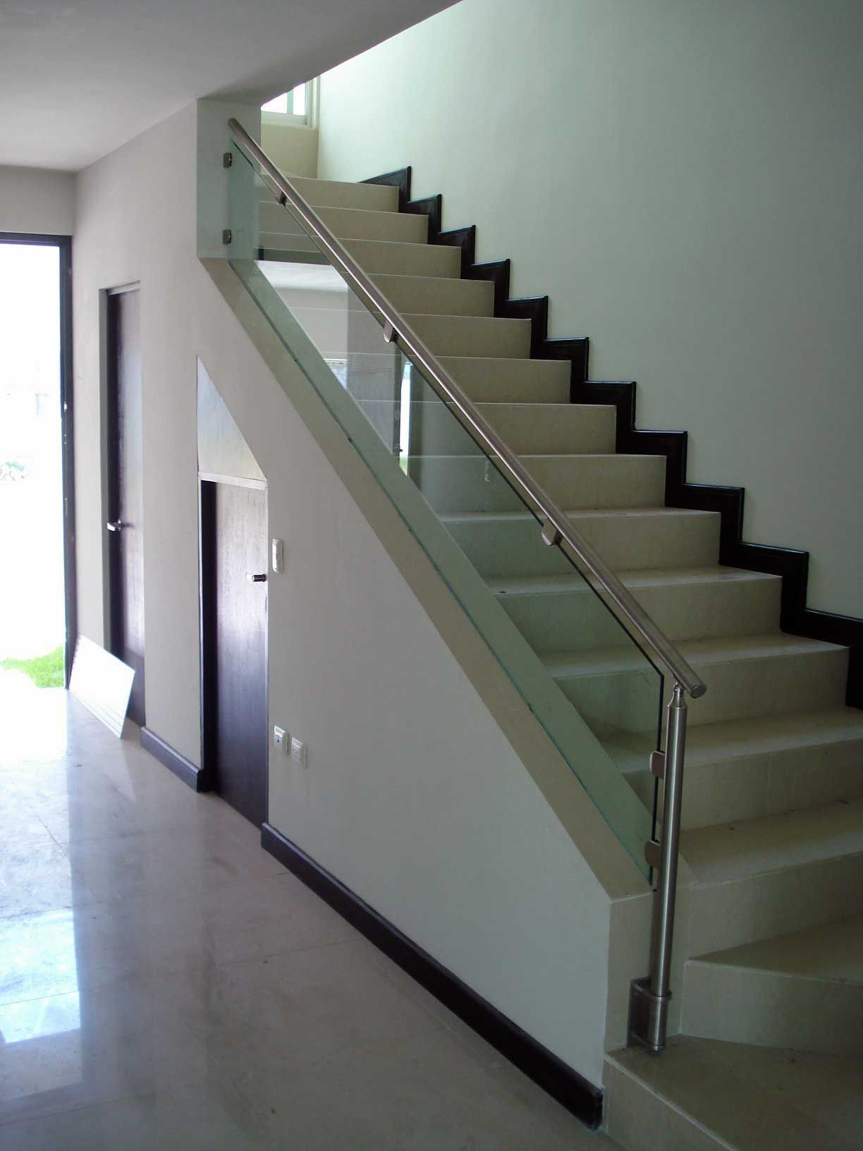 Escalera barandal escaleras en acero inoxidable pinterest staircases house and stairways - Barandales para escaleras interiores ...