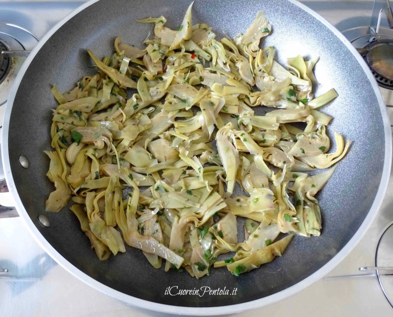 Carciofi In Padella Carciofi Trifolati Ricetta Facile E Velocissima Ricetta Ricette Ricette Contorni Idee Alimentari