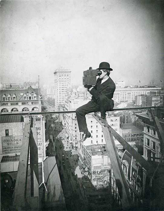 This is a rooftopping photographer from the 1920s