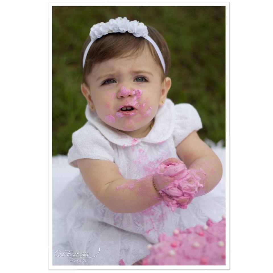 Delícia de bagunça!  Smash the cake #smashthecake #fotodebebe #acompanhamento #bebe #baby #babygirl #bebes