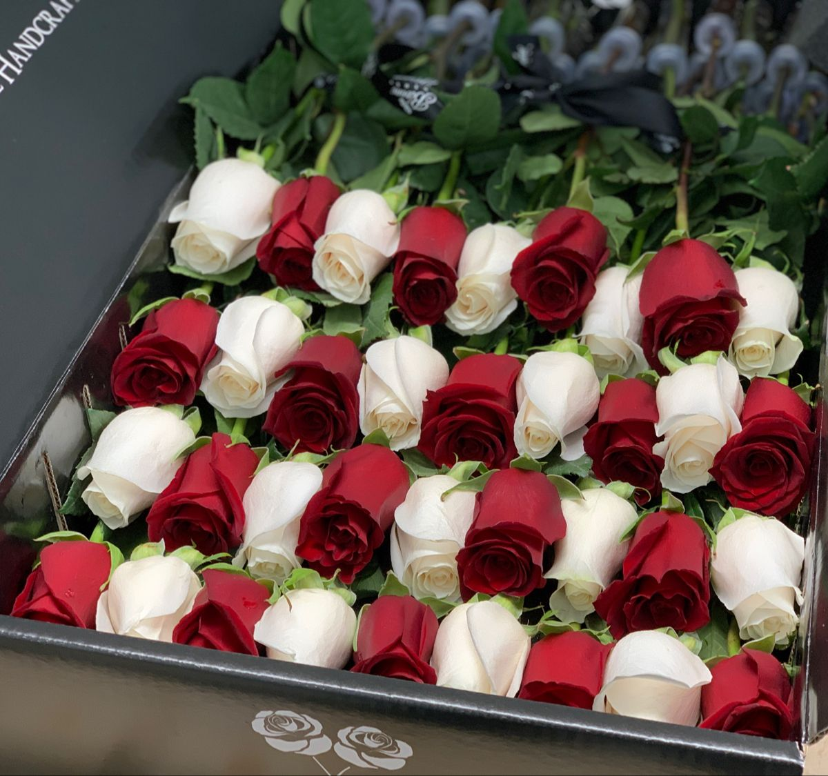 Long Stem Luxury Roses In A Box Free Overnight Delivery In The Usa In 2020 Box Roses Rose Pretty Flowers