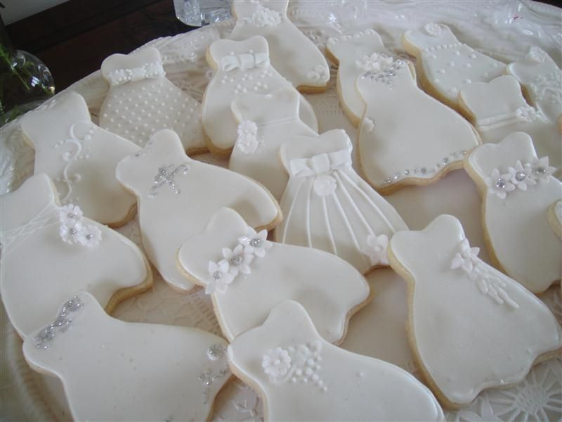 {icing cookies}