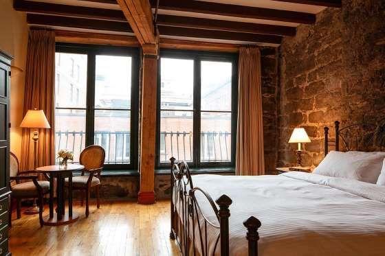 L'Auberge du Vieux-Port à Montréal est le seul hôtel du quartier situé le long du fleuve Saint-Laure... - Facebook