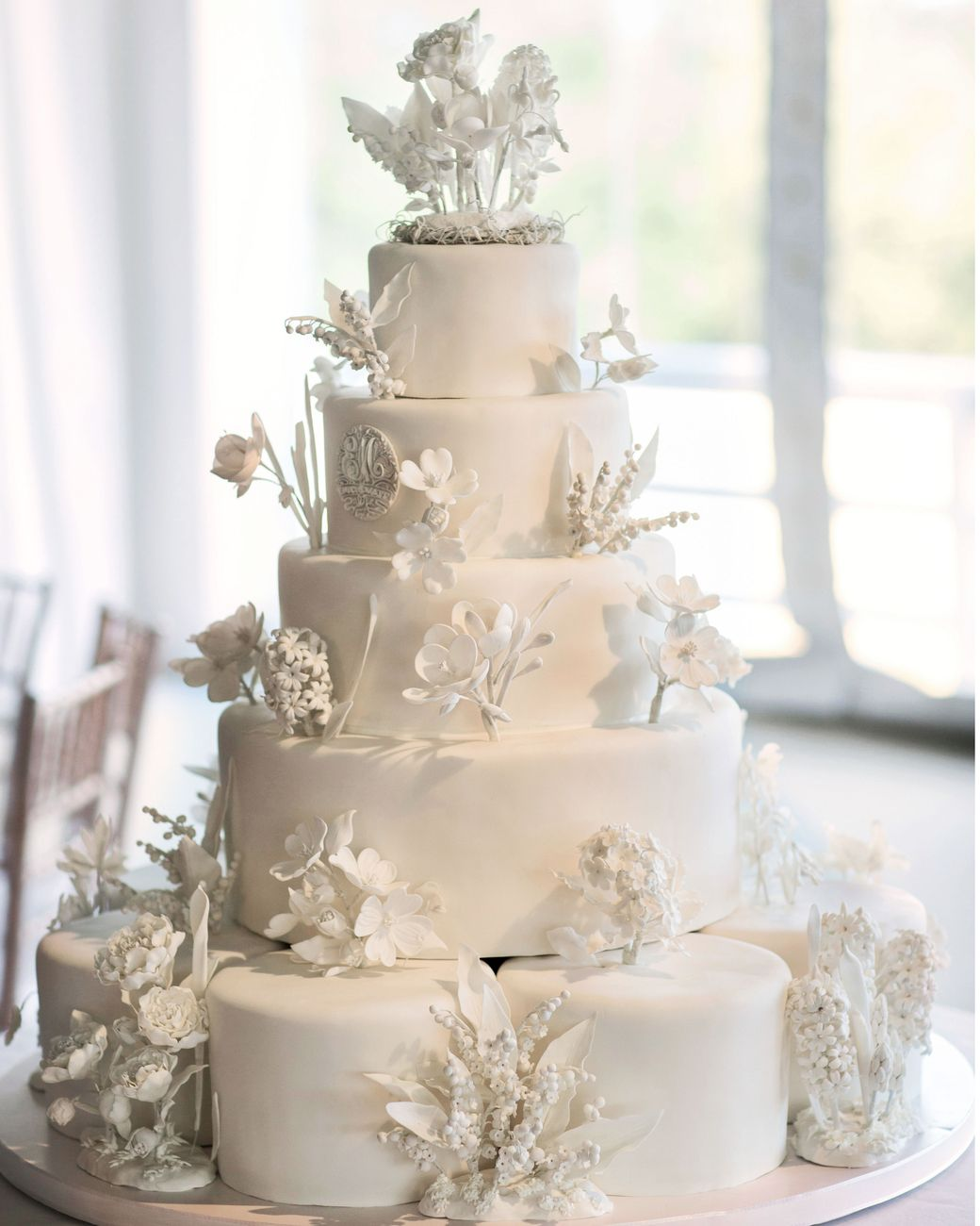 Wedding Cakes with Sugar Flowers That Look Incredibly Real ...