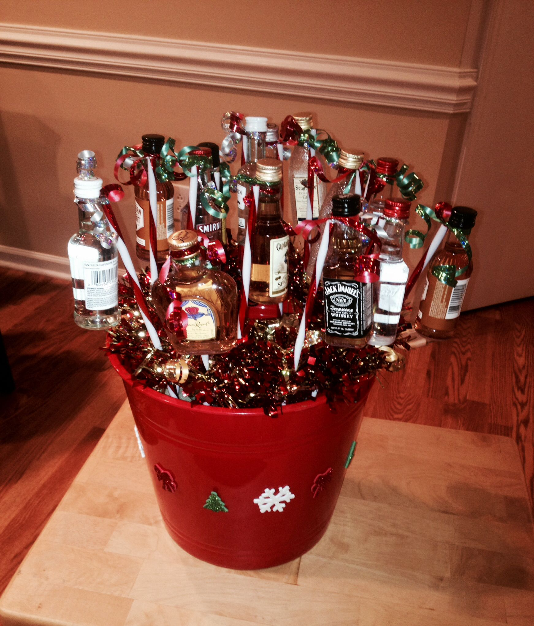 christmas mini liquor bottle basket super easy and cheap to make