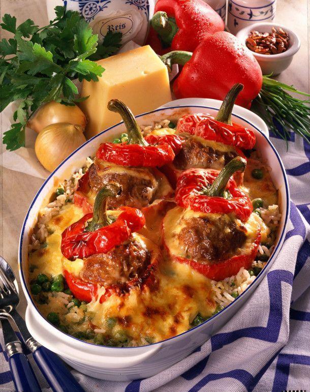 Gefüllte Paprika mit Käse-Soße überbacken Rezept | LECKER