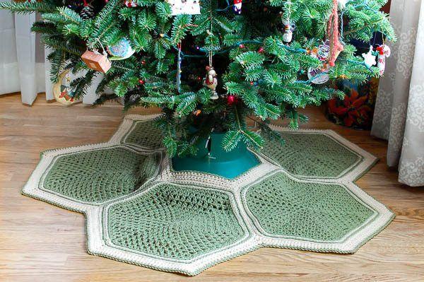 Granny Hexagon Crochet Tree Skirt   #CROCHET Christmas   Pinterest