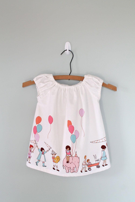 Preciosa camiseta sin mangas. ¿Te has enamorado de la tela? Puedes encontrarla en http://www.ulalatela.com/collections/telas