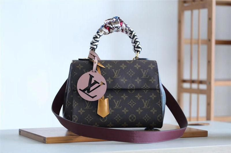 68a39026423 M43982 Louis Vuitton 2018 Premium Monogram Canvas Cluny BB Fine ...