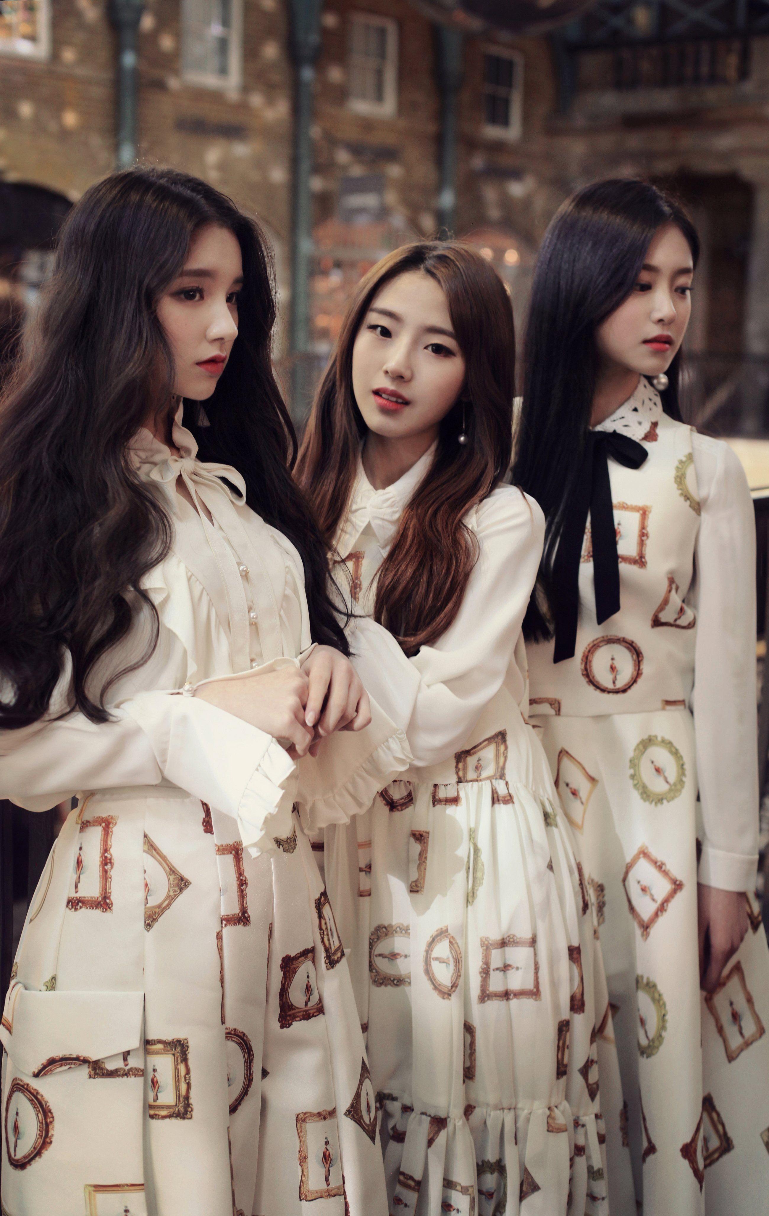 Loona K Pop Heejin Hyunjin Haseul Women 4k Wallpaper Hdwallpaper Desktop Women Kpop Girls Fashion Clothes Women