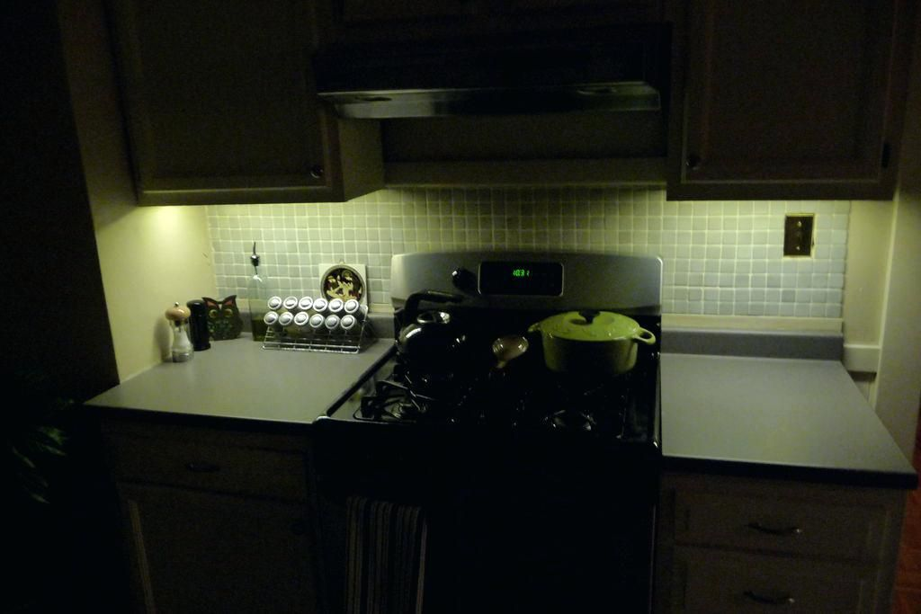 Battery Operated Under Cabinet Light Picture Of Battery ...