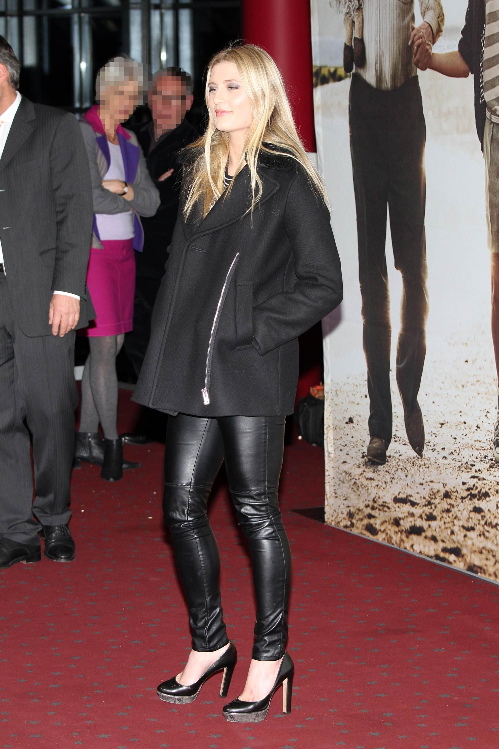 luna schweiger at the honig im kopf movie premiere. Black Bedroom Furniture Sets. Home Design Ideas