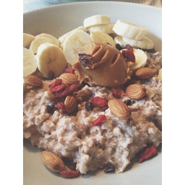 Close up on my lovely breakfast #breakfast#morning#lovely#oatmeal#proteinpowder#milkchocolate#yummy#healthy#lifestyle#banana#peanutbutter#almonds#gojiberries#goji#hungry#after#morning#cardio#mylife#minresaräknas#gott#frukost#nyttig #Padgram