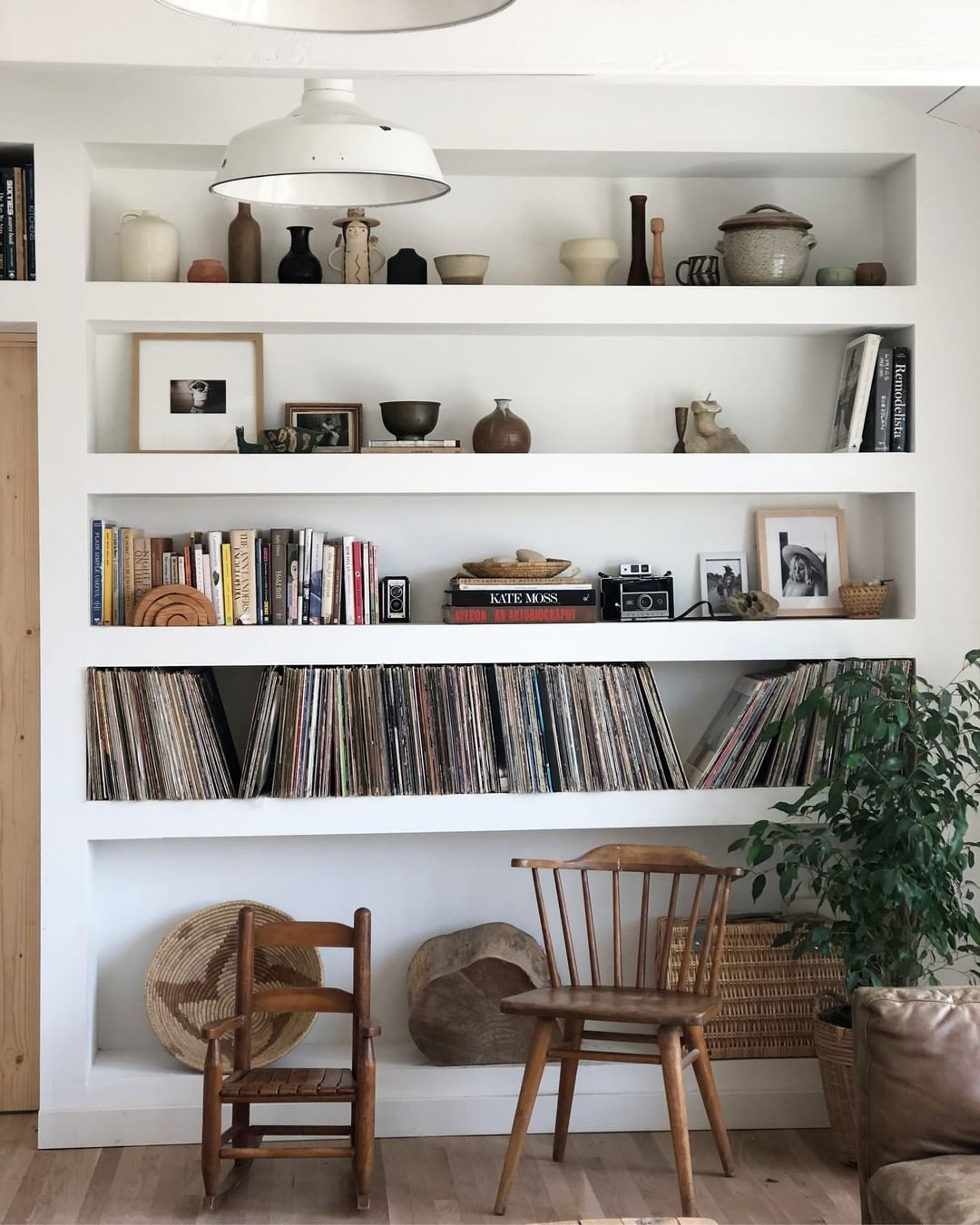 Your Bookshelf S Best Look Follow In The Lead Of Houseinhabit And Dress Up Your Space With Pictu Bookshelf Design Home Decor Scandinavian Design Living Room