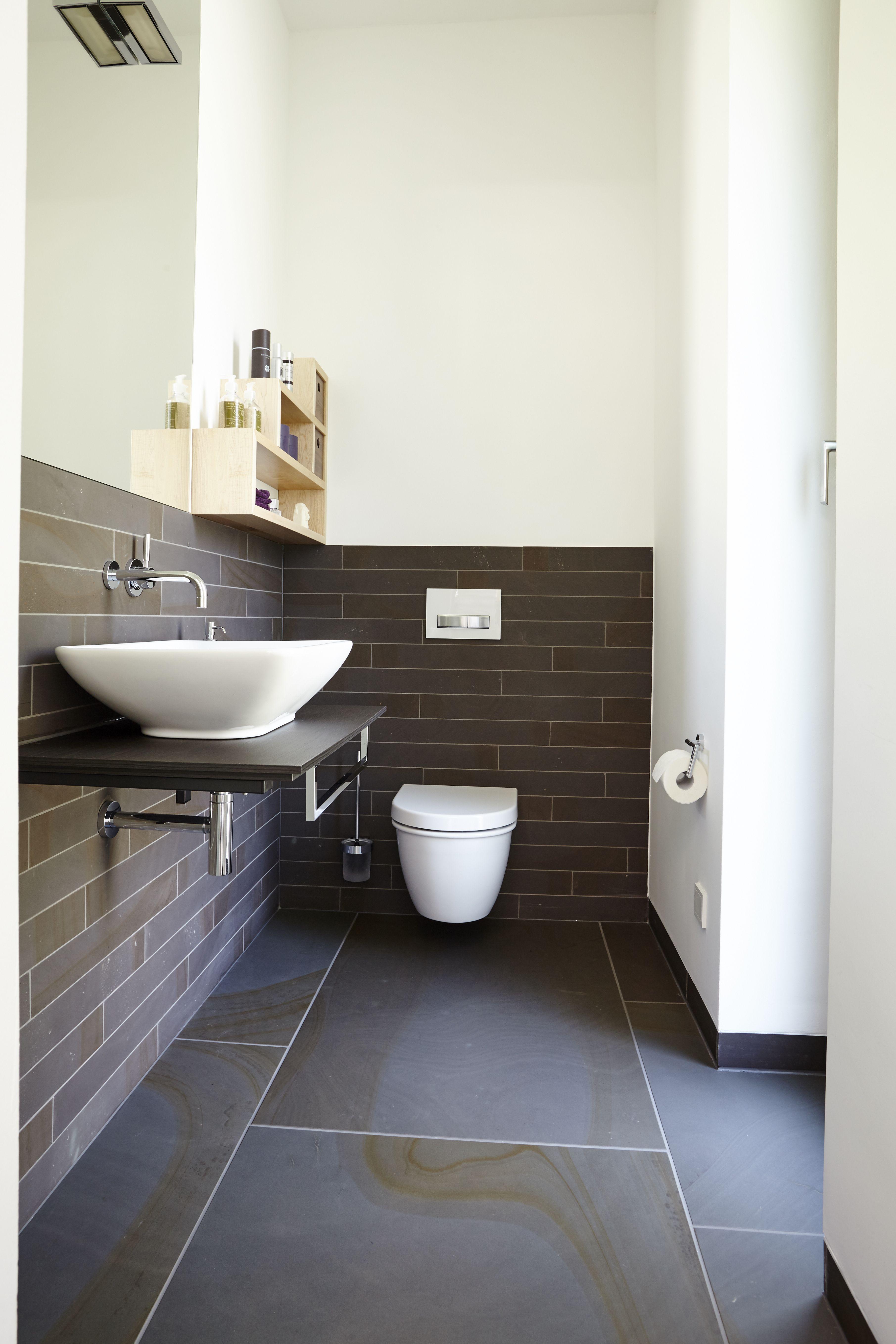 Hochwertige Badezimmer Ausstattung Aus Naturstein Von Rheingrun Gartengestaltung Exklusives Und Modernes Design Badezimmerboden Badezimmer Boden Baden