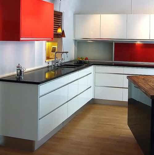 Reforma de cocina, diseño en mobiliario liso y blanco combinado ...