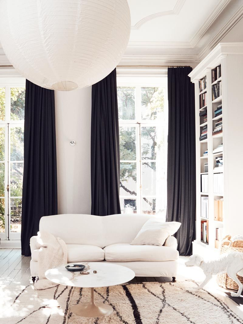 Traditional white living room with black curtains on Thou Swell @thouswellblog Thou Swell
