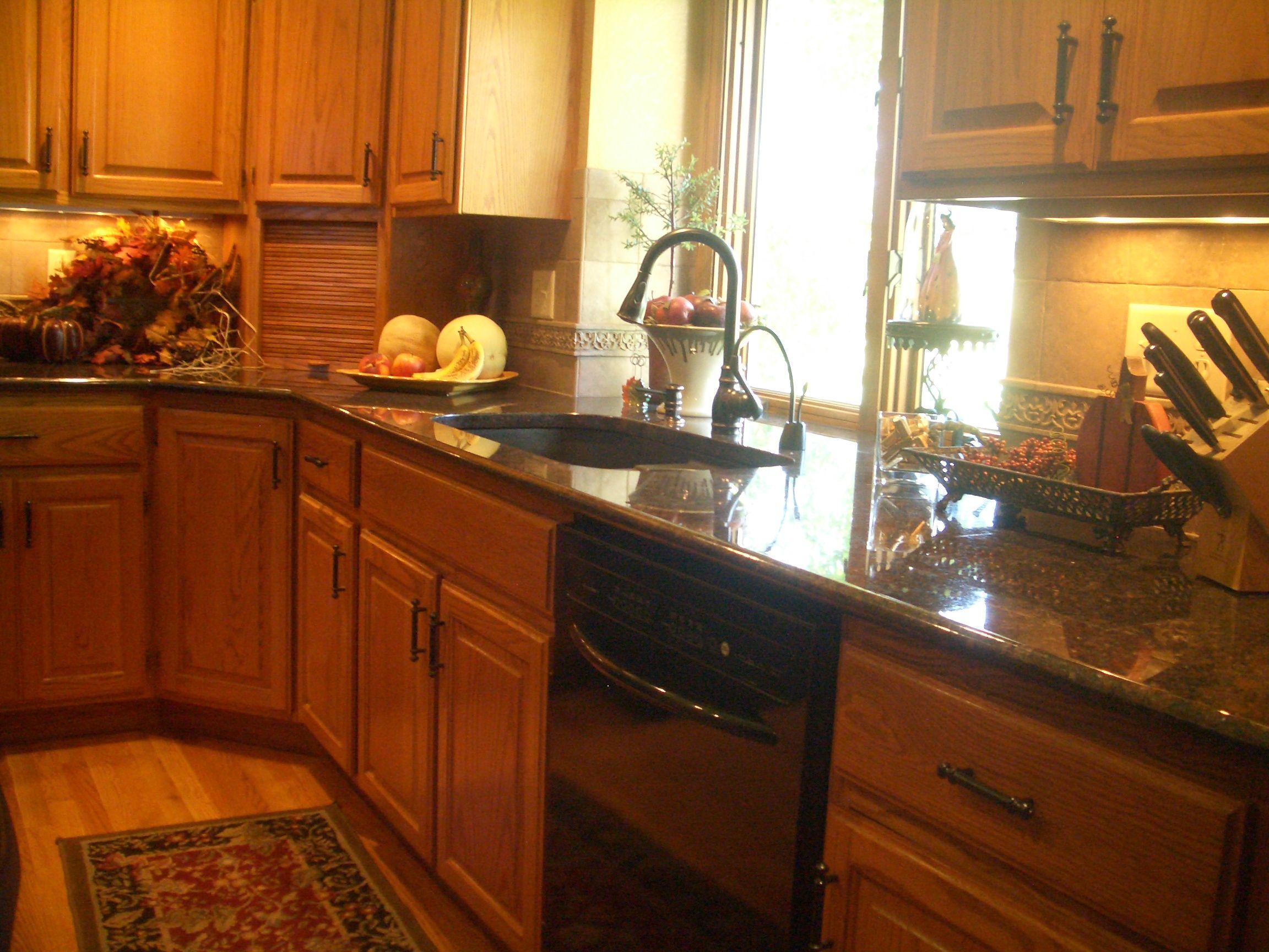 Travertine Kitchen Backsplash With Granite Countertops