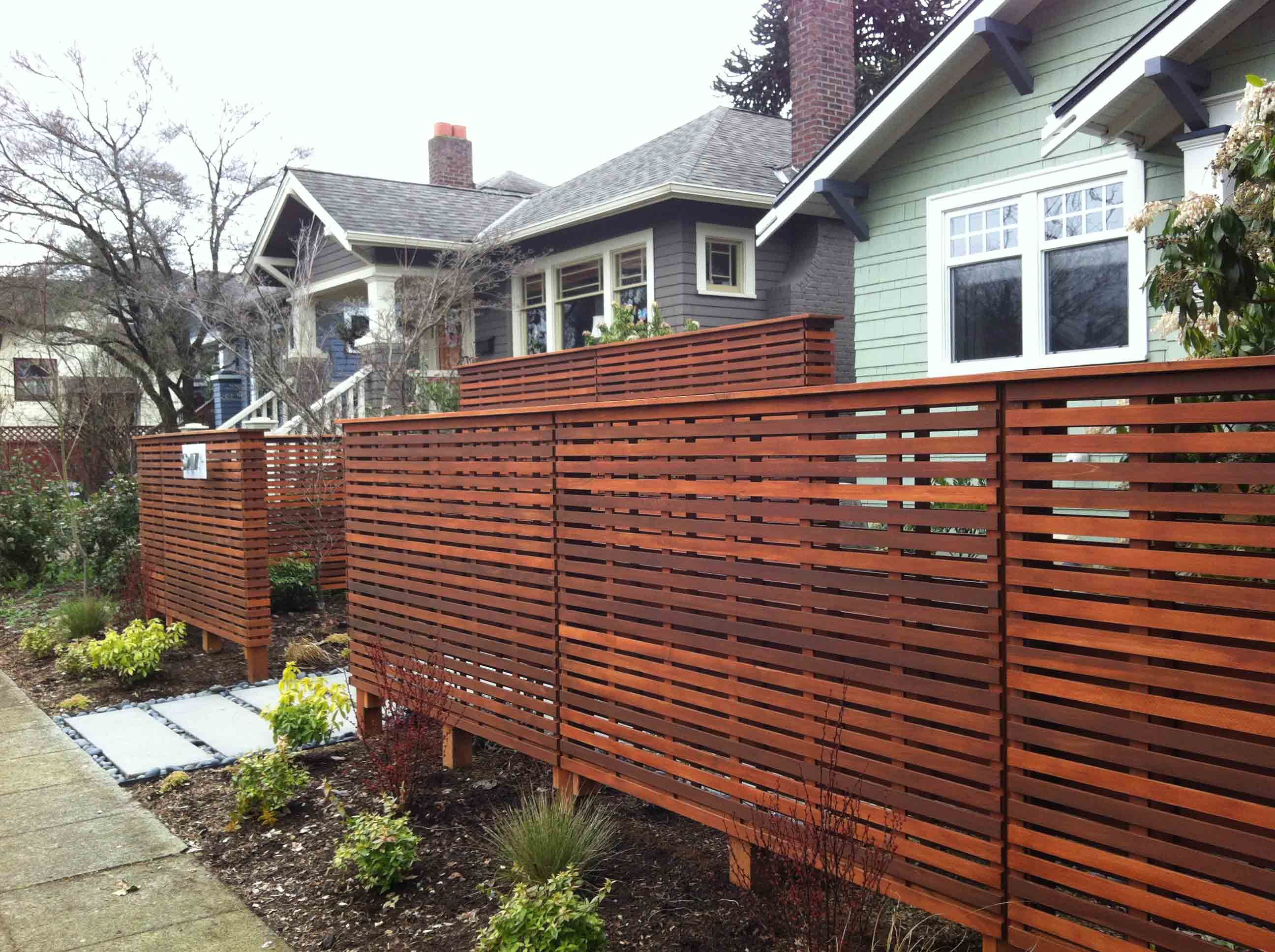 Fence fences serve numerous purposes keeping things in for Small front yard ideas with fence