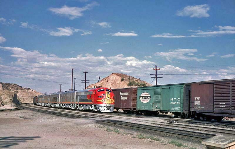santa fe mail train | The engineer of the UPfreight picksup orders from the Summit operator ...