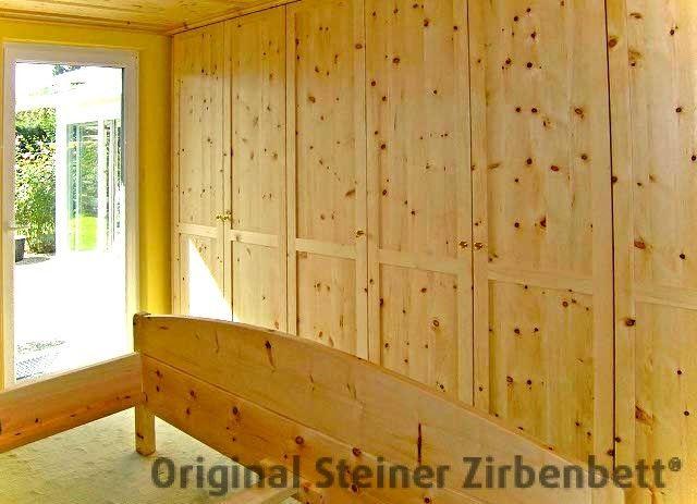 Einbauschrank für Schlafzimmer aus massivem Zirbenholz ...