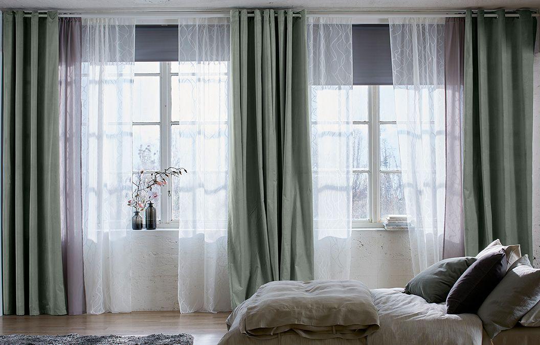 Ein helles schlafzimmer u a mit sparv rt gardinenstore wei und tupplur verdunklungsrollo for Einfach schlafzimmer schwarz weis