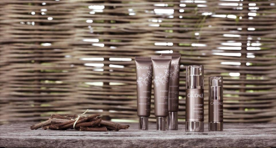 Nueva gama de cosmética Caudalíe, a base de resveratrol. Excelente antiedad. ¡Nos encanta! Utilizado en blog www.farmaciainternacionalmadrid.wordpress.com