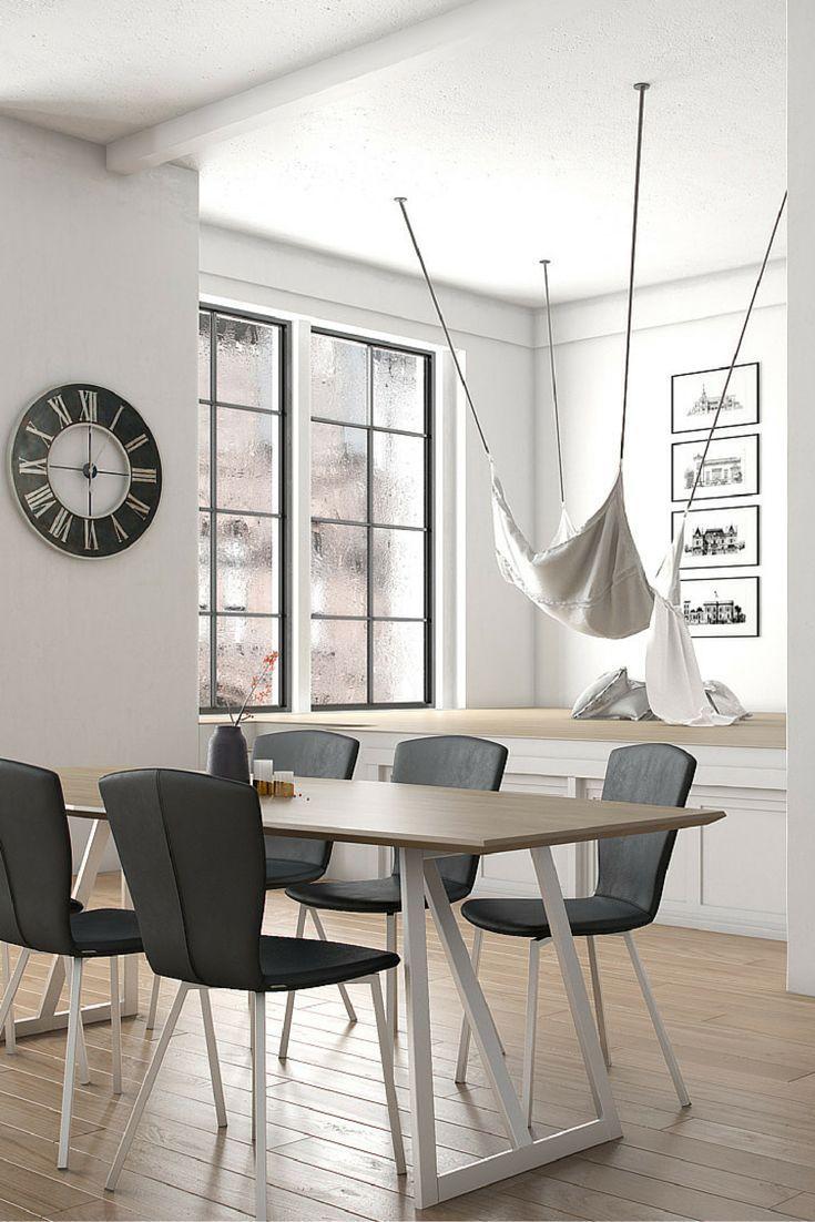 Mood T2. Table design en bois avec piétement métallique par Mobitec.