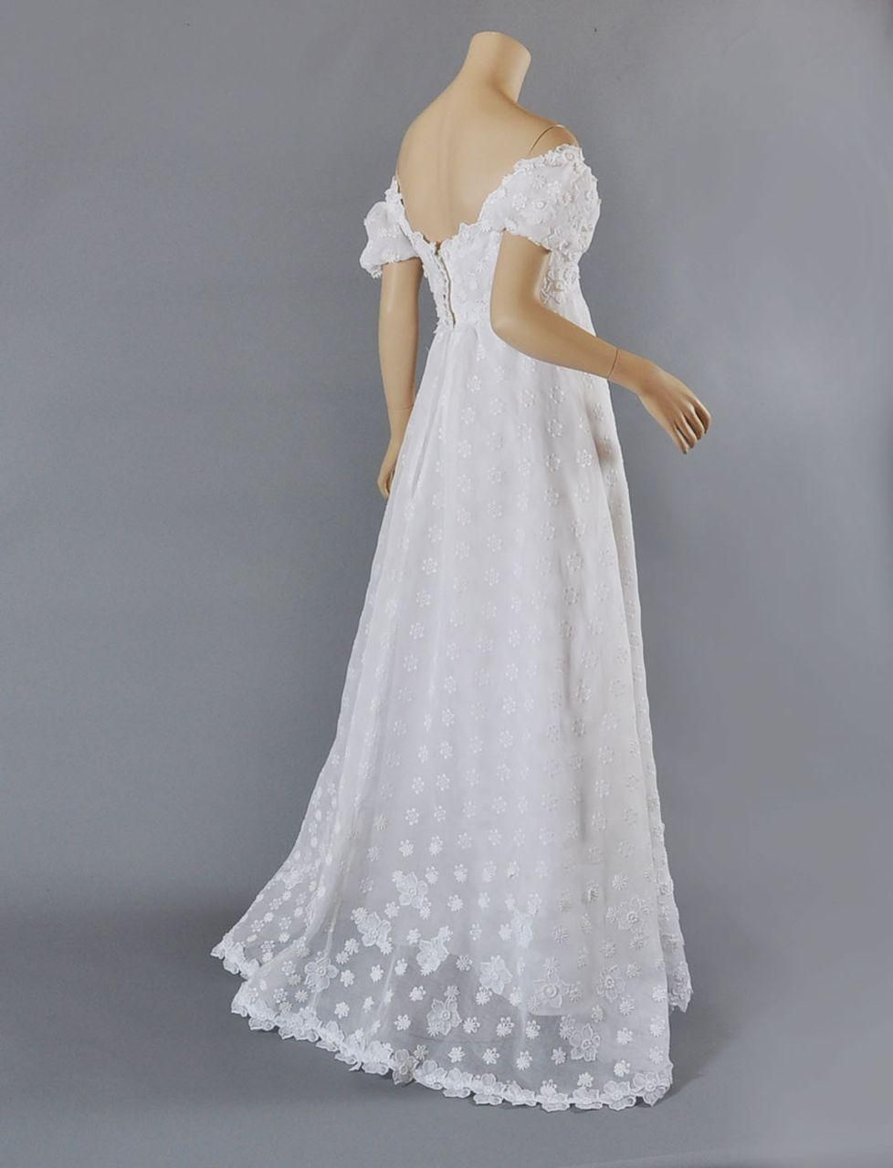 Vntg Priscilla of Boston 1960's Wedding Gown w / Veil SM